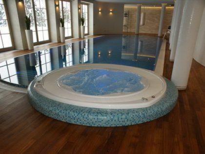 SPA centras. Kombinacija: baseinas 15×5 m. ir sūkurine vonia