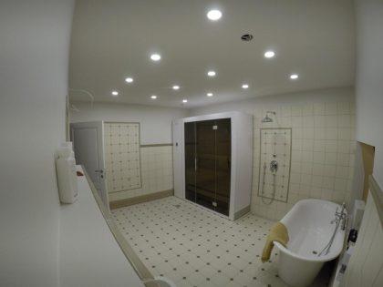 KLAFS S1 išskleidžiama sauna vonios kambaryje